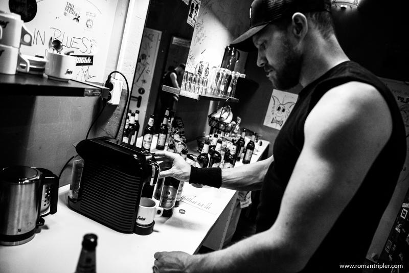 Die Metallica Tribute Band macht Pause mit Kaffee für Tobi